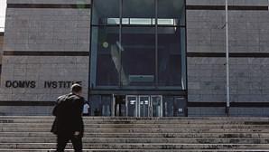 Tribunal de Loures adia sentença de mulher julgada por insulto racial a médico