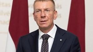 Lituânia e Letónia expulsam três diplomatas russos