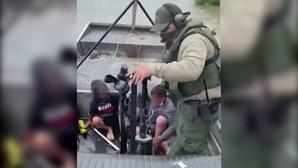 Agentes a patrulhar as fronteiras nos EUA resgatam duas crianças no rio Grande