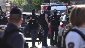 Homem esfaqueia funcionária da polícia francesa até à morte e acaba abatido