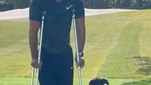 Tiger Woods partilha primeira fotografia após acidente de carro