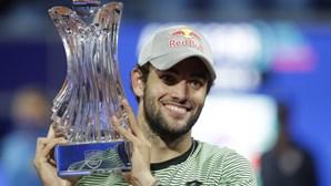 Tenista Matteo Berrettini ergue quarto troféu da carreira em Belgrado