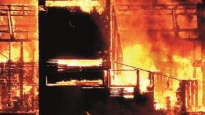 Problema elétrico na origem de fogo em restaurante em Faro