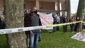 Comerciantes e empresários de Valença recebem António Costa em protesto. Veja as imagens