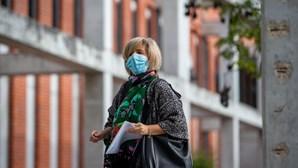 """""""Sabemos que as mutações e variantes [da Covid] não ficam só num determinado território"""", diz Ministra da Saúde"""