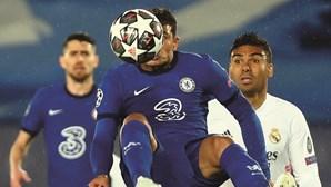 Chelsea sai em vantagem na Champions com empate