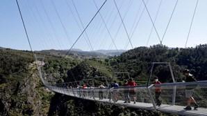 Maior ponte pedonal suspensa do mundo é portuguesa e nem os mais nervosos resistem à travessia