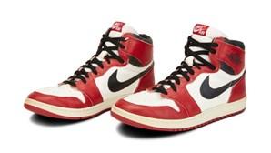 Sapatilhas usadas por basquetebolista Michael Jordan serão leiloadas por mais de 100 mil dólares