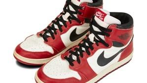 Sapatilhas utilizadas por Michael Jordan na época de estreia leiloadas por mais de 120 mil euros