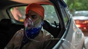 Índia com menos de 300 mil casos de Covid-19 pela primeira vez em 25 dias