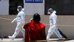 """Mais de 45 mil casos de """"fungo negro"""" entre doentes infetados com Covid-19 na Índia"""