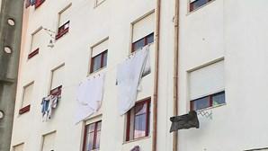 """Bebé que caiu do 2.º andar de prédio no Prior Velho está """"estável"""". Ficou ferido com gravidade"""