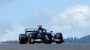 Hamilton vence duelo com Verstappen na segunda sessão de treinos livres para o GP de Portugal de F1
