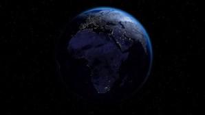 """""""Terra entrará em três dias de escuridão"""": Homem que diz ter viajado no tempo faz previsão aterradora"""