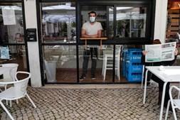 Normalidade regressa à rua das esplanadas no bairro lisboeta de Telheiras