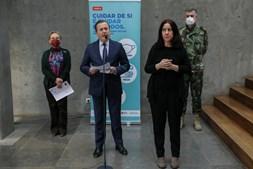 Diretora-Geral da Saúde, Graça Freitas, o presidente do Infarmed, Rui Ivo, e o coordenador da task-force, Henrique Gouveia e Melo