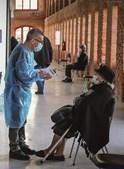 Vacina passa a ser administrada apenas a maiores de 60 anos, num total de dois milhões de pessoas