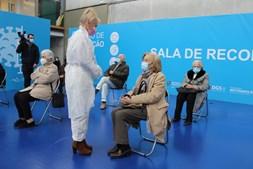 Vacina da AstraZeneca é de duas tomas. Cerca de 400 mil já tomaram a primeira dose em Portugal