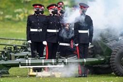 Salvas de canhão por todo o Reino Unido em homenagem ao príncipe Filipe