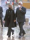 António Costa acompanhado pela mulher no funeral de Jorge Coelho