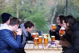 Reino Unido começa a regressar à normalidade com reabertura de lojas, bares e ginásios