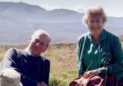 Rainha Isabel II recorda marido com foto inédita