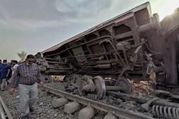Descarrilamento de comboio no Egito
