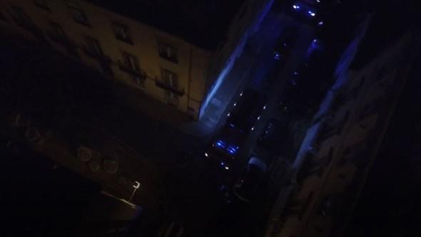 Incêndio atinge andar de prédio na baixa de Lisboa. Veja as imagens de drone