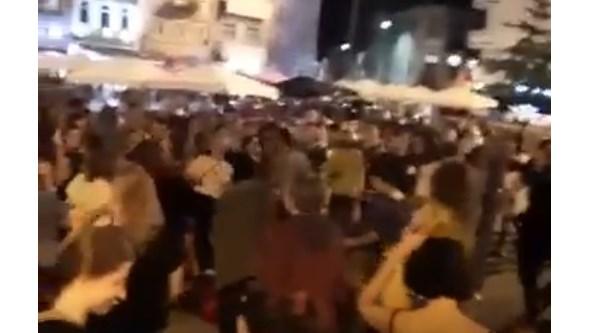 Multidão enche praça no Porto