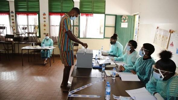 Quase 400 mil cabo-verdianos escolhem novo Presidente da República na terceira eleição num ano