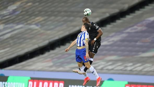 FC Porto vence V. Guimarães por 1-0 e aproxima-se do líder Sporting