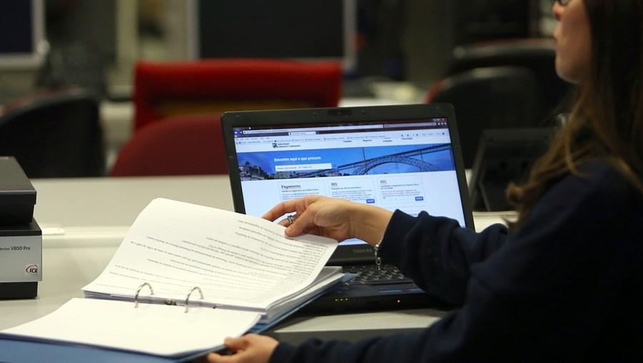 Promessa de reembolsos mais cedo levou contribuintes a entregarem a declaração de IRS no primeiro dia da campanha