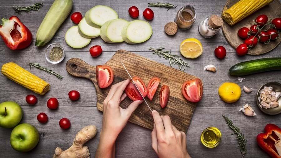Uma alimentação  saudável é feita à base  de vegetais e deve  começar na infância