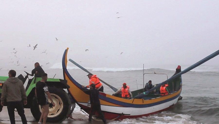 Pescadores e vendedoras falam em tempos difíceis na faina e no negócio