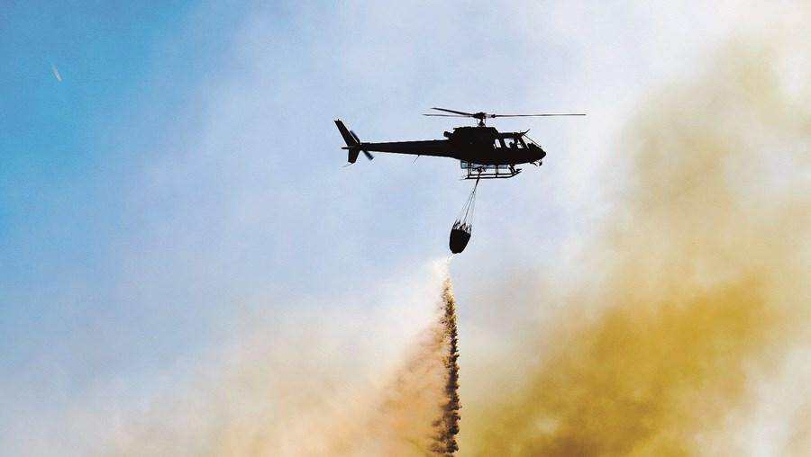 Homem tem fixação por incêndios florestais e entre outras razões gostava de ver os helicópteros a trabalhar