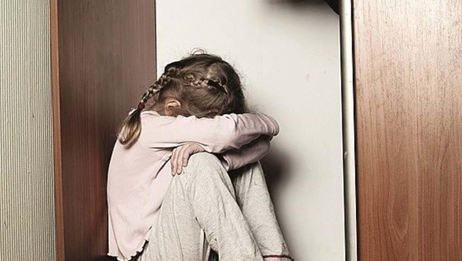 Menina abusada desde os 9 anos