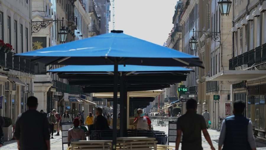 Regresso às esplanadas no primeiro dia da 2ª fase do desconfinamento em Lisboa