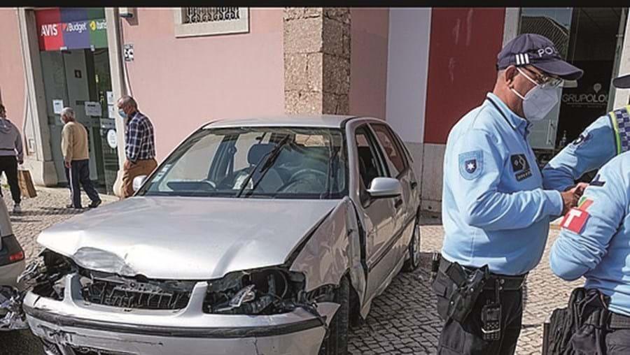 Polícia investiga acidente