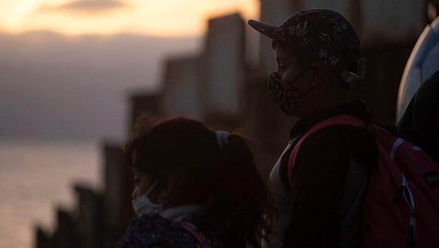 Crianças na fronteira EUA / México