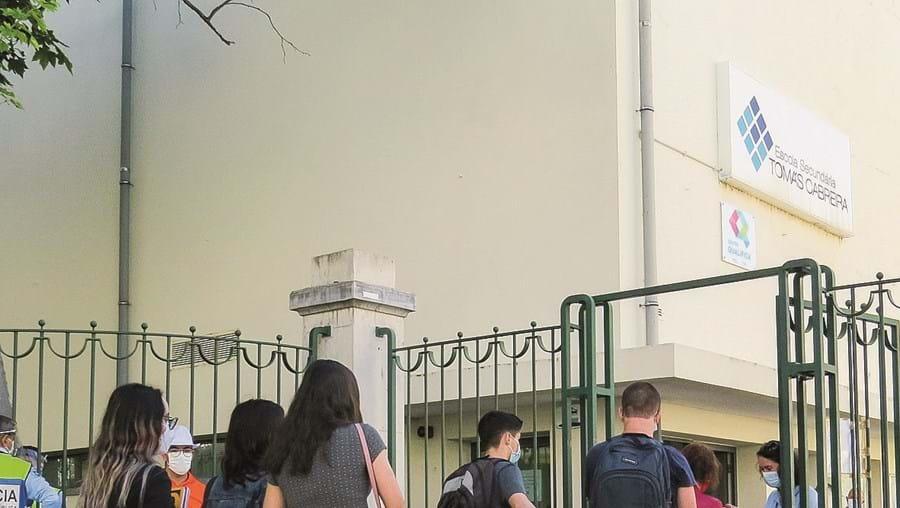 Mais de 300 mil alunos do Ensino Secundário voltam às escolas