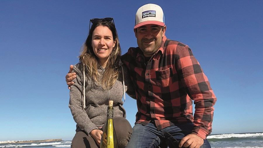 Joana Godinho e Pedro Baltazar encontraram a garrafa com uma mensagem