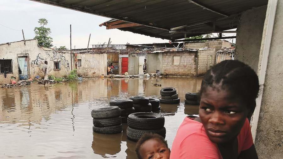 Chuva torrencial provocou centenas de inundações na capital angolana