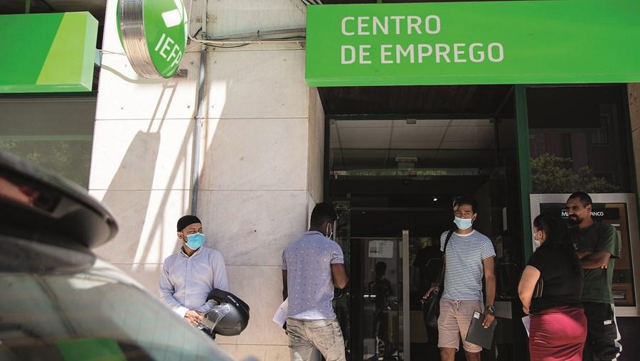 Centros de emprego viram chegar um maior número de cidadãos desempregados devido à crise causada pela pandemia de Covid-19