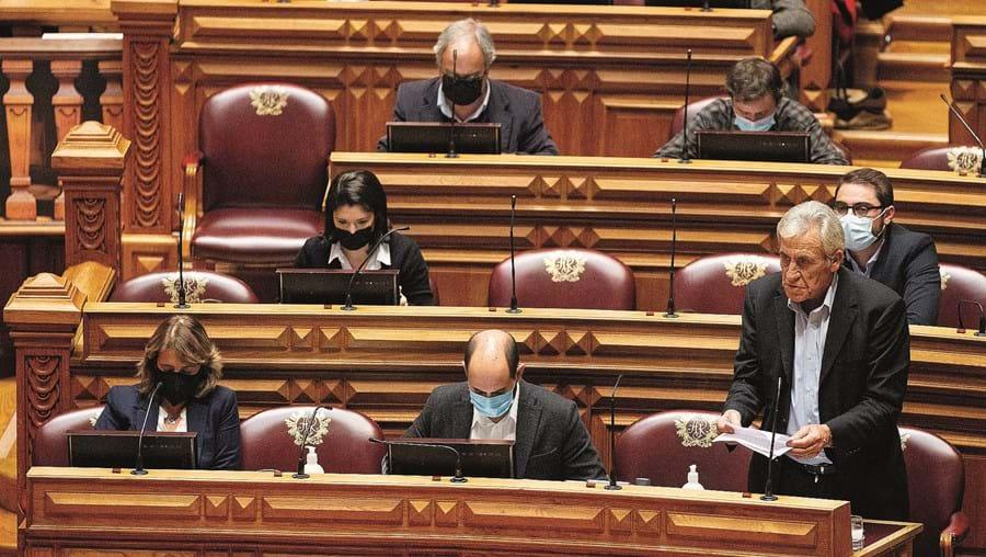 Partidos mais à esquerda deverão ver as propostas de alteração à lei eleitoral aprovadas