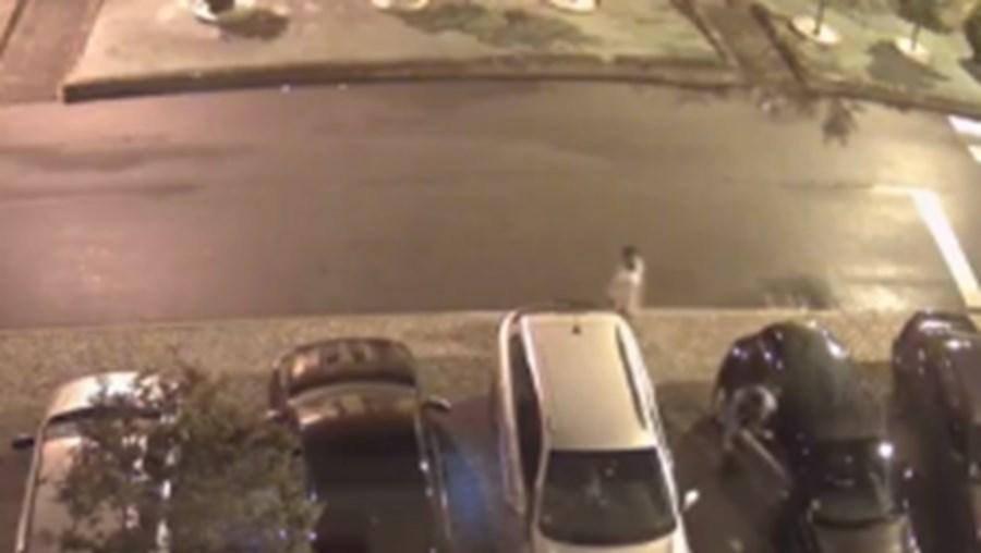 Trio apanhado por câmaras de videovigilância a roubar carro em Matosinhos