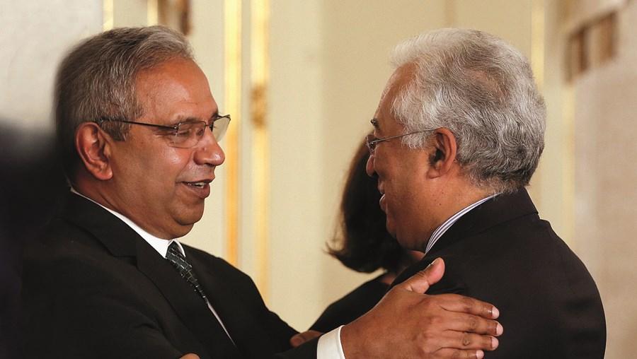 Ministro Nelson de Souza (à esquerda) e o primeiro-ministro, António Costa, congratularam-se com a entrega do PRR