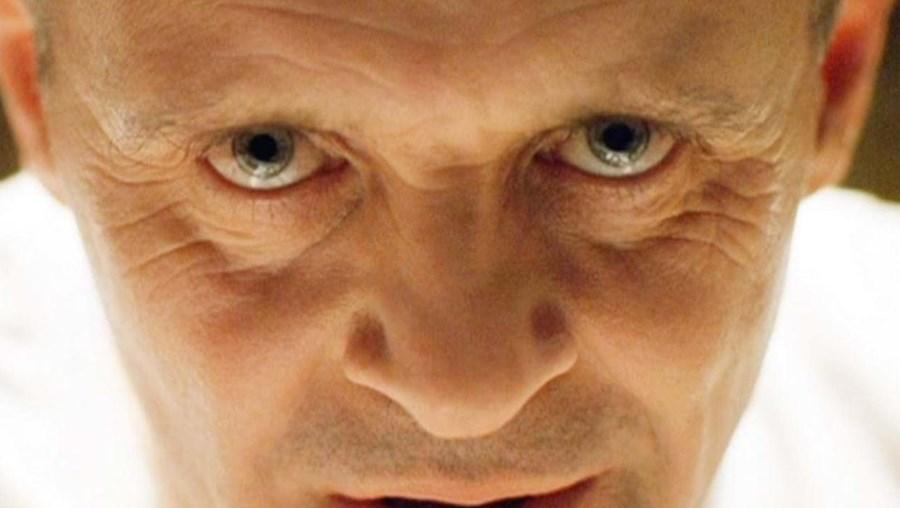 Anthony Hopkins como Hannibal, um psiquiatra assassino em O Silêncio dos Inocentes (1991)