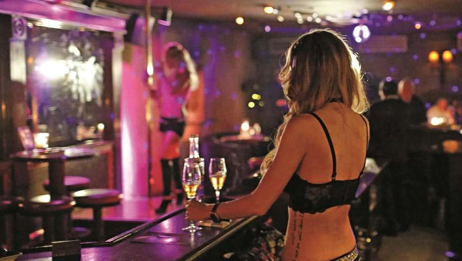 Após a festa de sexo ser travada pela Polícia, alguns dos participantes no evento foram ainda multados numa  operação de fiscalização de trânsito