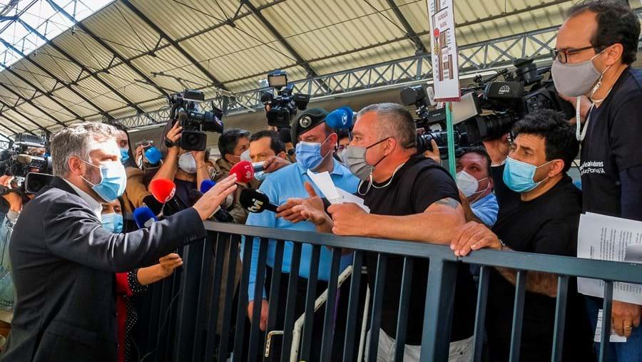 Pedro Nuno Santos envolveu-se numa troca acesa de palavras com os trabalhadores da Infraestruturas de Portugal