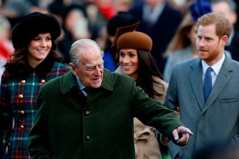 Príncipe Filipe com Harry, Meghan e Kate